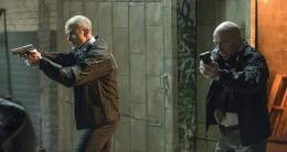 photo 104/139 - Michael Kelly, Dean Norris - Aux Yeux de Tous - © Universal Pictures International