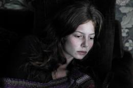 photo 17/62 - Yara Pilartz - Les Revenants - Saison 2 - © Canal +