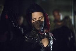 photo 3/4 - Arrow - Saison 2 - © CW