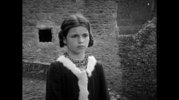 photo 14/17 - Léana Doucet - Les Filles au Moyen-Âge - © Potemkine Films
