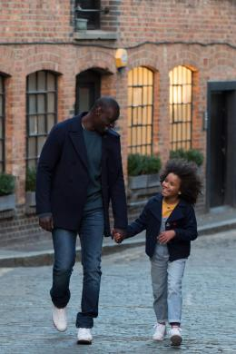 photo 1/21 - Omar Sy & Gloria Colston - Demain tout commence - © Mars Distribution