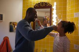 photo 6/21 - Omar Sy & Gloria Colston - Demain tout commence - © Mars Distribution