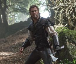 photo 11/30 - Chris Hemsworth - Le Chasseur et la Reine des Glaces - © Universal Pictures International France