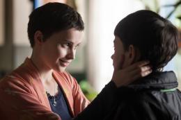 photo 16/20 - Felicity Jones & Lewis MacDougall - Quelques Minutes Après Minuit - © Metropolitan FilmExport