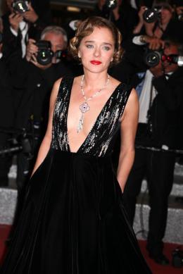 photo 63/77 - Valeria Golino - Juste La Fin du Monde Tapis Rouge - Cannes 2016 : L'équipe glamour de Juste La Fin du Monde - © Isabelle Vautier pour @CommeAuCinema