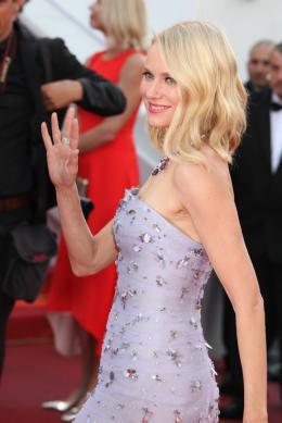 photo 22/102 - Naomi Watts - Tapis rouge d'ouverture / Café Society - Cannes 2016 : Café Society ouvre les festivités - © Isabelle Vautier pour @Commeaucinema.com