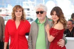 photo 18/50 - Emma Suarez, Pedro Almodovar, Adriana Ugarte - Photocall Cannes 2016 - Julieta - © Isabelle Vautier pour @CommeAuCinema