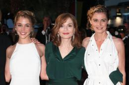 photo 61/67 - Alice Isaaz, Isabelle Huppert, Anne Consigny - Cannes 2016 Tapis Rouge - Elle - © Isabelle Vautier pour @CommeAuCinema