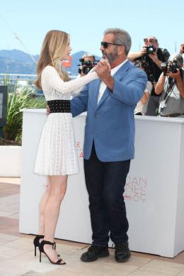 photo 21/42 - Erin Moriarty, Mel Gibson - Cannes 2016 Photocall - Blood Father - © Isabelle Vautier pour @CommeAuCinema