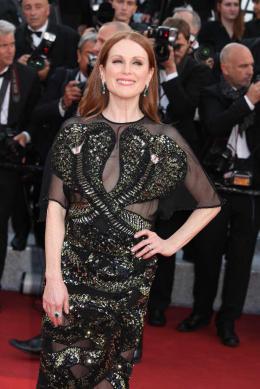 photo 5/102 - Julianne Moore - Tapis rouge d'ouverture / Café Society - Cannes 2016 : Café Society ouvre les festivités - © Isabelle Vautier pour @Commeaucinema.com