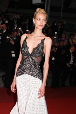 photo 72/77 - Aymeline Valade - Juste La Fin du Monde Tapis Rouge - Cannes 2016 : L'équipe glamour de Juste La Fin du Monde - © Isabelle Vautier pour @CommeAuCinema