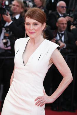 photo 63/125 - Julianne Moore - Money Monster Tapis rouge - Cannes 2016 : Julia Roberts radieuse pour Money Monster - © Isabelle Vautier pour @Commeaucinema.com