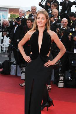 photo 36/102 - Doutzen Kroes - Tapis rouge d'ouverture / Café Society - Cannes 2016 : Café Society ouvre les festivités - © Isabelle Vautier pour @Commeaucinema.com