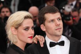 photo 56/102 - Kristen Stewart, Jesse Eisenberg - Tapis rouge d'ouverture / Café Society - Cannes 2016 : Café Society ouvre les festivités - © Isabelle Vautier pour @Commeaucinema.com