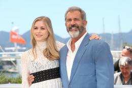 photo 29/42 - Erin Moriarty, Mel Gibson - Cannes 2016 Photocall - Blood Father - © Isabelle Vautier pour @CommeAuCinema