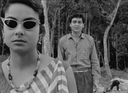 Le L�che Madhabi Mukherjee, Soumitra Chatterjee photo 4 sur 5