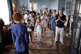 photo 6/10 - Claudia Tagbo, Julie Depardieu, Julie Gayet, Lucien Jean-Baptiste, Philippe Katerine - C'est quoi cette Famille ?! - © UGC Distribution