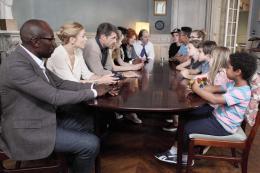 photo 10/10 - Claudia Tagbo, Julie Depardieu, Julie Gayet, Lucien Jean-Baptiste, Philippe Katerine - C'est quoi cette Famille ?! - © UGC Distribution