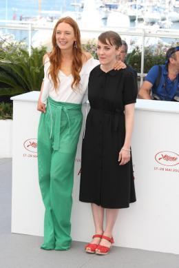 Jeune Femme Cannes 2017 - Photocall photo 2 sur 5