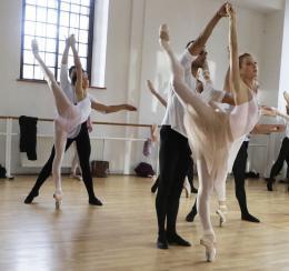 Free Dance Keenan Kampa photo 1 sur 4