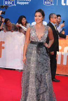 photo 15/41 - Gina Rodriguez - Tapis Rouge Deepwater - Toronto 2016 : Deepwater - © Isabelle Vautier pour @Commeaucinema.com