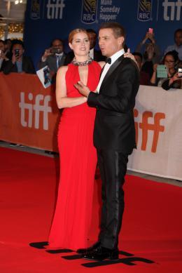 photo 22/37 - Amy Adams, Jeremy Renner - Tapis Rouge Premier Contact - Toronto 2016 : Premier Contact - © Isabelle Vautier pour @Commeaucinema.com