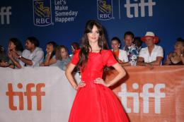 Charlotte Le Bon Tapis rouge du film The Promise au Festival de Toronto 2016 photo 5 sur 91