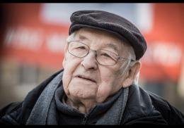 photo 11/12 - Andrzej Wajda - Les Fleurs Bleues - © KMBO