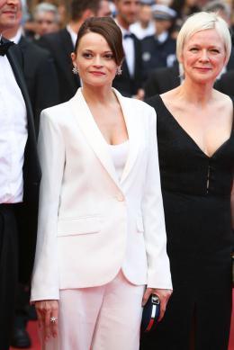 photo 7/11 - Cannes 2017 - Tapis Une femme douce - Une femme douce - © Isabelle Vautier pour CommeAuCinema.com