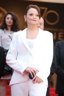 photo 6/11 - Cannes 2017 - Tapis Une femme douce - Une femme douce - © Isabelle Vautier pour CommeAuCinema.com