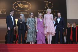 photo 33/54 - Les Proies - Montée des Marches - Cannes 2017 : Sofia Coppola et ses Proies mettent la Croisette en émoi - © Isabelle Vautier pour CommeAuCinema.com
