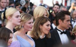 photo 27/54 - Les Proies - Montée des Marches - Cannes 2017 : Sofia Coppola et ses Proies mettent la Croisette en émoi - © Isabelle Vautier pour CommeAuCinema.com