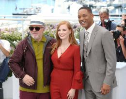 photo 27/65 - Photocall Jury Cannes 2017 : Jessica Chastain et Will Smith complices sur le tapis rouge - © Isabelle Vautier pour CommeAuCinema.com