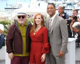photo 21/65 - Photocall Jury Cannes 2017 : Jessica Chastain et Will Smith complices sur le tapis rouge - © Isabelle Vautier pour CommeAuCinema.com