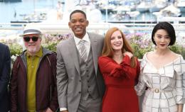 photo 47/65 - Photocall Jury Cannes 2017 : Jessica Chastain et Will Smith complices sur le tapis rouge - © Isabelle Vautier pour CommeAuCinema.com