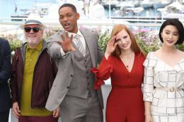 photo 3/65 - Photocall Jury Cannes 2017 : Jessica Chastain et Will Smith complices sur le tapis rouge - © Isabelle Vautier pour CommeAuCinema.com