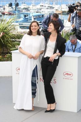 photo 14/460 - Photocall Cannes 2017 Les fantômes d'Ismael - Marion Cotillard - © Isabelle Vautier pour CommeAuCinema.com