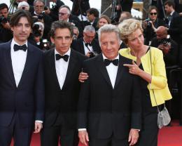 photo 37/76 - The Meyerowitz Stories - Montées des Marches - Cannes 2017 - Cannes 2017 : une pluie de stars sur le tapis rouge du Noah Baumbach - © Isabelle Vautier pour CommeAuCinema.com