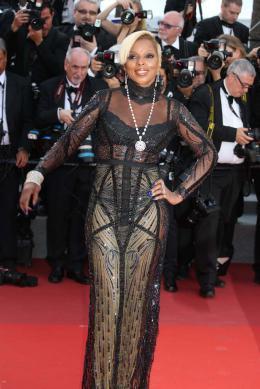 photo 49/76 - The Meyerowitz Stories - Montées des Marches - Cannes 2017 - Cannes 2017 : une pluie de stars sur le tapis rouge du Noah Baumbach - © Isabelle Vautier pour CommeAuCinema.com