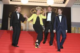 photo 14/76 - The Meyerowitz Stories - Montées des Marches - Cannes 2017 - Cannes 2017 : une pluie de stars sur le tapis rouge du Noah Baumbach - © Isabelle Vautier pour CommeAuCinema.com