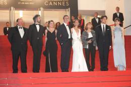 photo 18/21 - Le Redoutable - Montée des marches - Cannes 2017 : Michel Hazanavicius et son équipe montent les marches pour Le Redoutable - © Isabelle Vautier pour CommeAuCinema.com