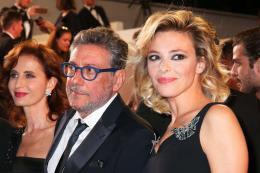 photo 9/21 - Le Redoutable - Montée des marches - Cannes 2017 : Michel Hazanavicius et son équipe montent les marches pour Le Redoutable - © Isabelle Vautier pour CommeAuCinema.com