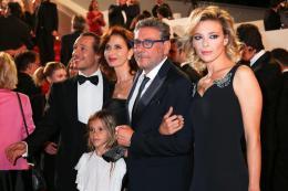 photo 10/21 - Le Redoutable - Montée des marches - Cannes 2017 : Michel Hazanavicius et son équipe montent les marches pour Le Redoutable - © Isabelle Vautier pour CommeAuCinema.com
