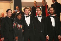 photo 13/21 - Good Time Tapis - Cannes 2017 : Robert Pattinson enflamme le tapis rouge - © Isabelle Vautier pour CommeAuCinema.com