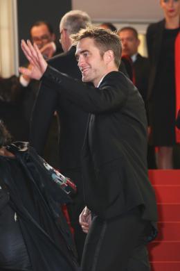 photo 14/21 - Good Time Tapis - Cannes 2017 : Robert Pattinson enflamme le tapis rouge - © Isabelle Vautier pour CommeAuCinema.com