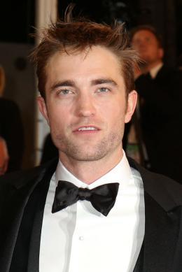 photo 18/21 - Good Time Tapis - Cannes 2017 : Robert Pattinson enflamme le tapis rouge - © Isabelle Vautier pour CommeAuCinema.com