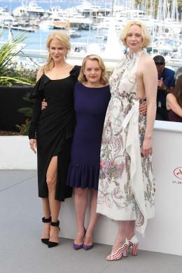 photo 19/33 - Top of the lake Photocall - Cannes 2017 : Magnifiques Nicole Kidman et Elisabeth Moss pour Top of the lake - © Isabelle Vautier pour CommeAuCinema.com