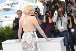 photo 17/33 - Top of the lake Photocall - Cannes 2017 : Magnifiques Nicole Kidman et Elisabeth Moss pour Top of the lake - © Isabelle Vautier pour CommeAuCinema.com