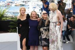 photo 3/33 - Top of the lake Photocall - Cannes 2017 : Magnifiques Nicole Kidman et Elisabeth Moss pour Top of the lake - © Isabelle Vautier pour CommeAuCinema.com