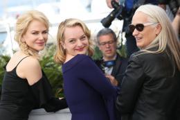 photo 4/33 - Top of the lake Photocall - Cannes 2017 : Magnifiques Nicole Kidman et Elisabeth Moss pour Top of the lake - © Isabelle Vautier pour CommeAuCinema.com
